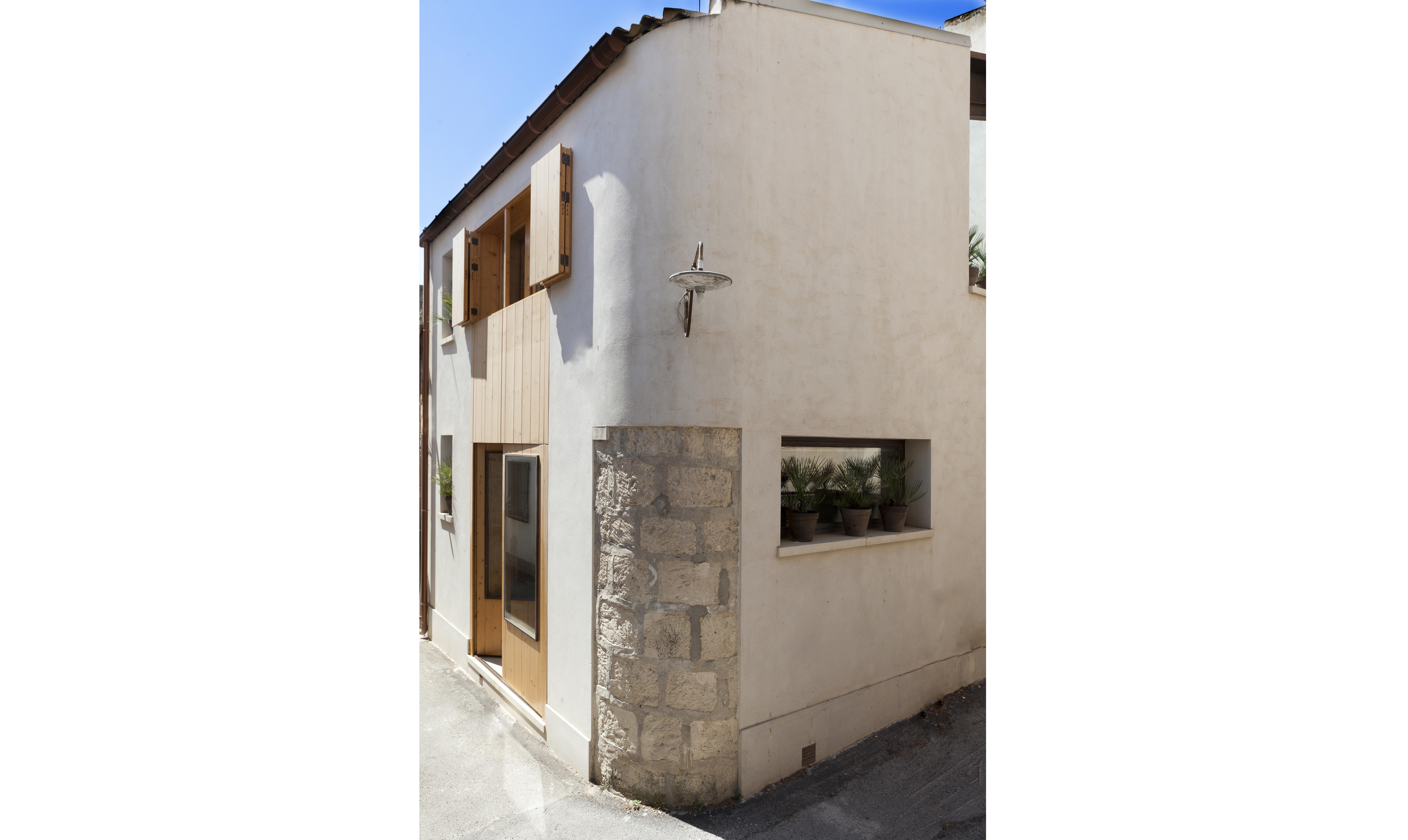 50mq su due piani la ristrutturazione di una mini casa for Tre piani di garage per auto con soppalco