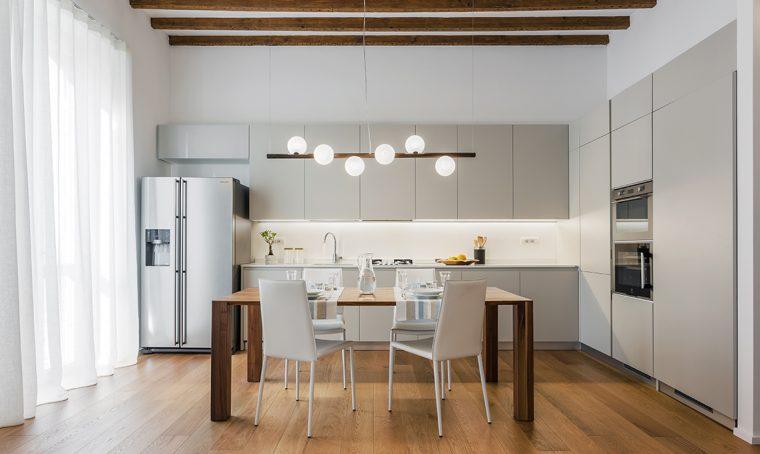 Il piccolo bilocale di 45 mq diventa una casa luminosa e for Progettare un appartamento
