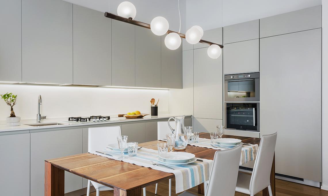 Soggiorno e cucina a vista con locale dispensa - CasaFacile