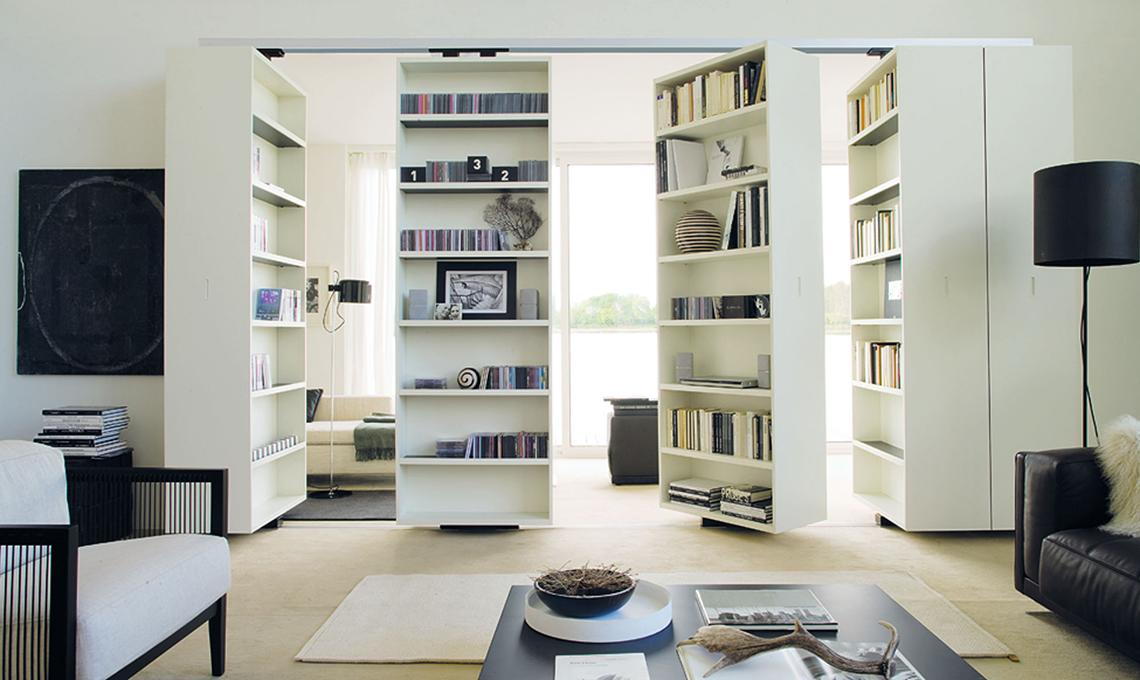 Dividere la stanza con la libreria girevole casafacile for Soluzioni per soggiorno