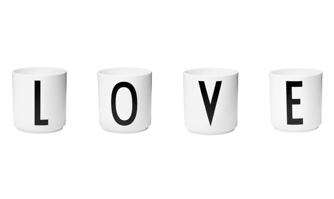 tazze con lettere