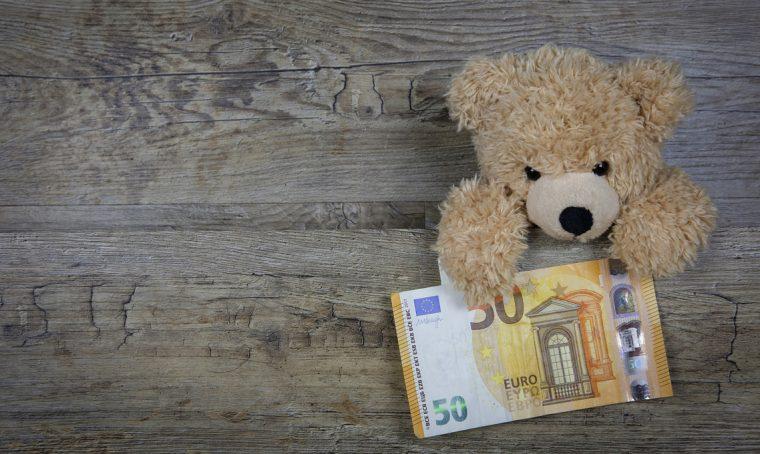 Bollette: meglio pagare in posta o fare l'addebito in banca?