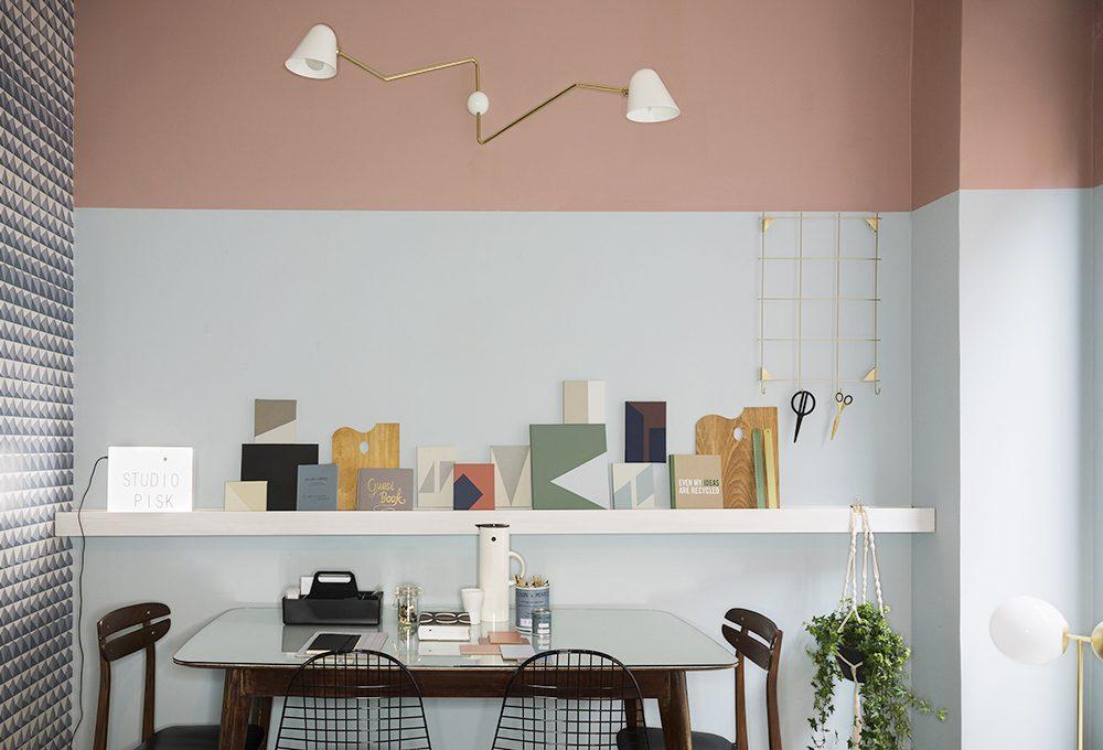 Una parete, due colori: idee e ispirazioni per arredare lo studio