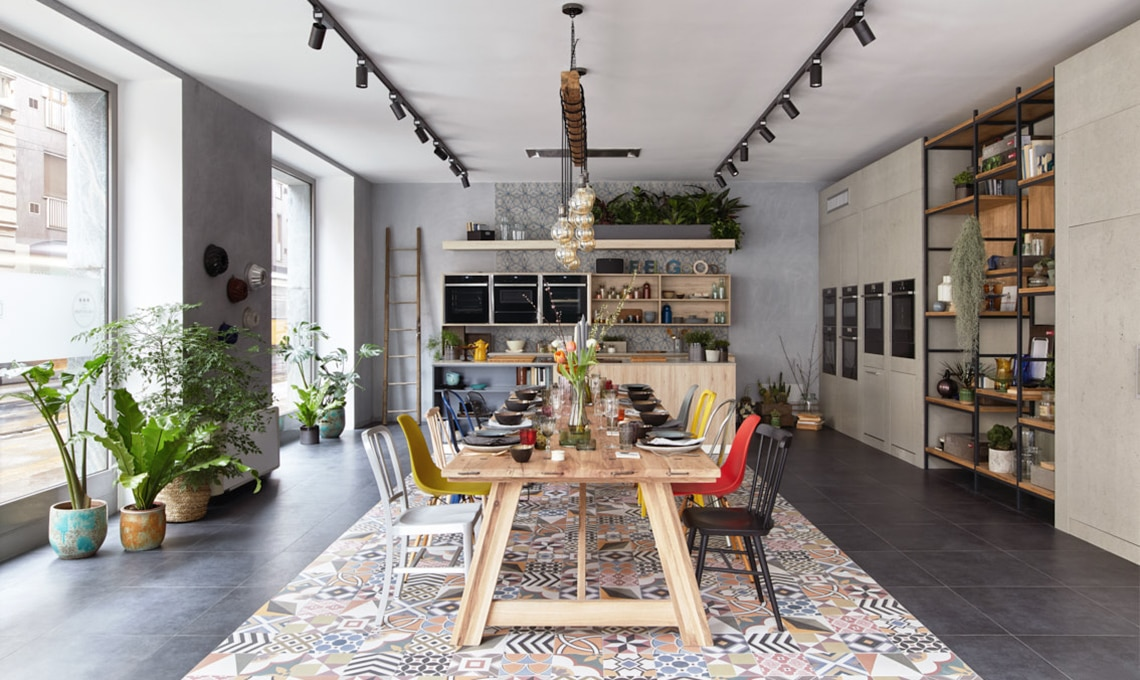 Apre a milano il nuovo showroom neff casafacile for Showroom mobili milano