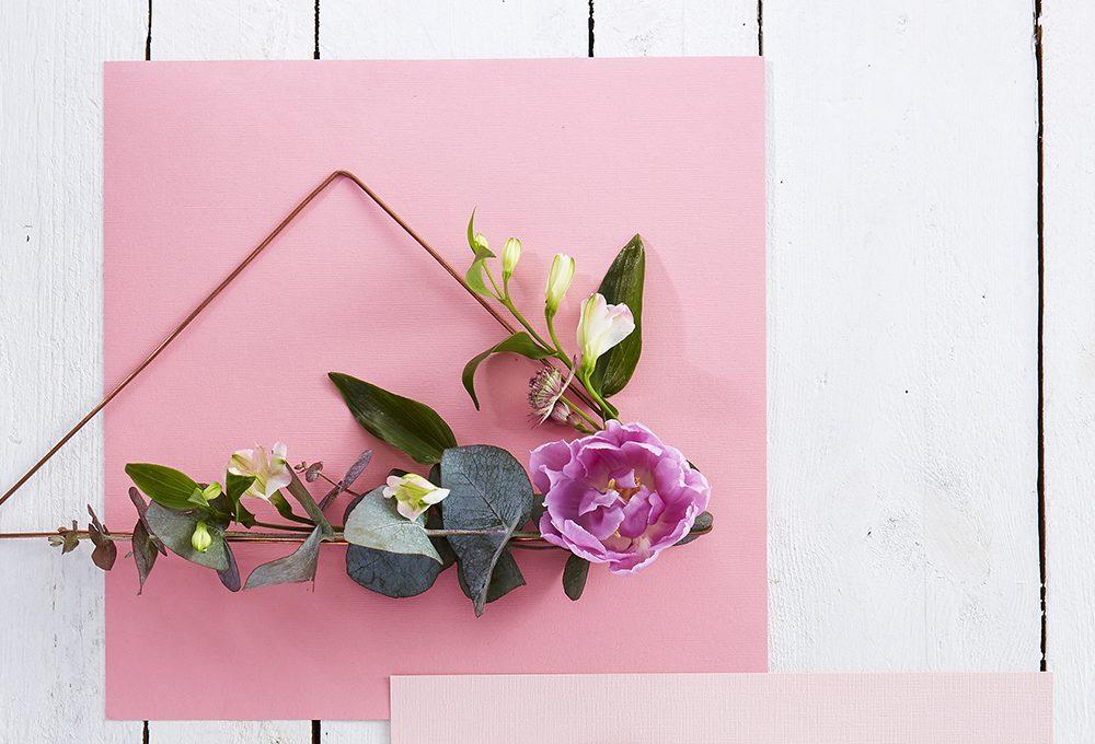Come realizzare una ghirlanda di fiori moderna