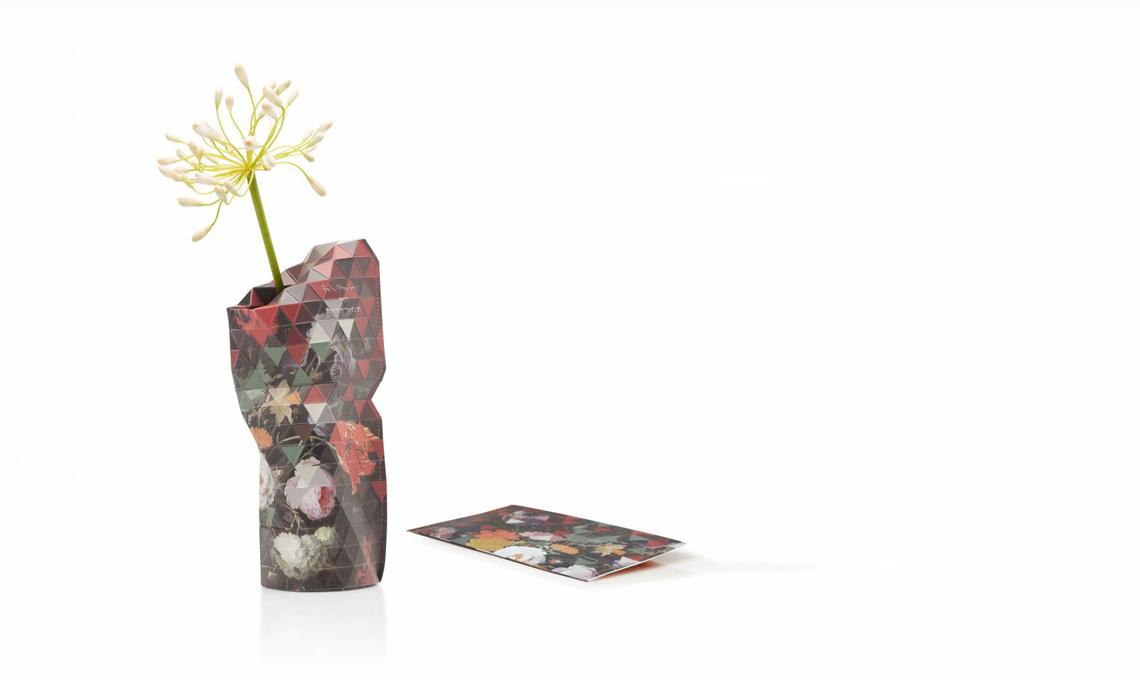 I vasi in carta di Tiny Miracles sono realizzati a mano da cooperative che danno lavoro a donne in difficoltà in India: sono belli, poetici e fanno del bene.