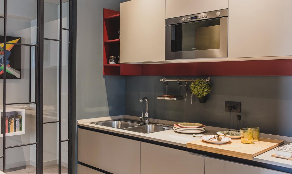 Soggiorno doppio con cucina a vista e studio, camera con cabina ...