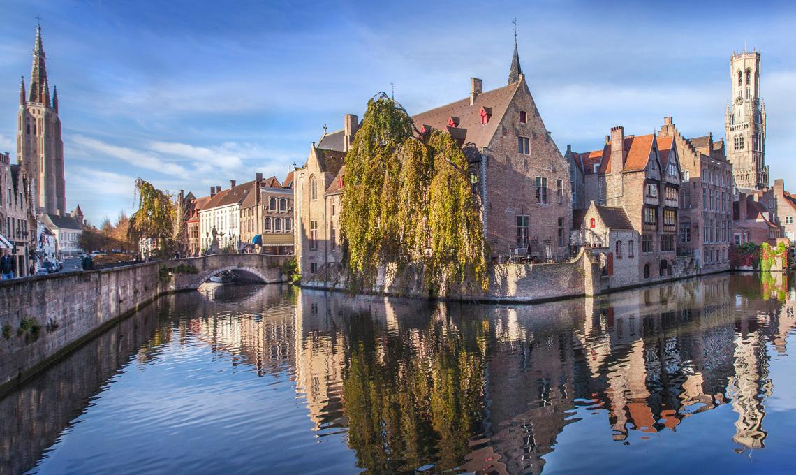 una veduta di Bruges dal canali