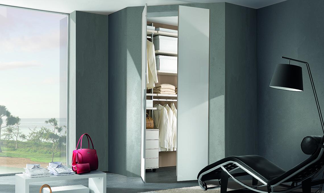 Con la cabina armadio angolare sfrutti al meglio lo spazio in camera ...