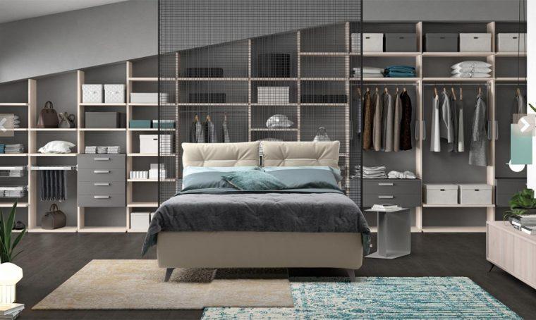 Cabina armadio: sfrutta lo spazio dietro la testata del letto