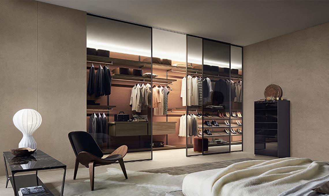 Effetto scenografico con la cabina armadio fronte letto - CASAfacile