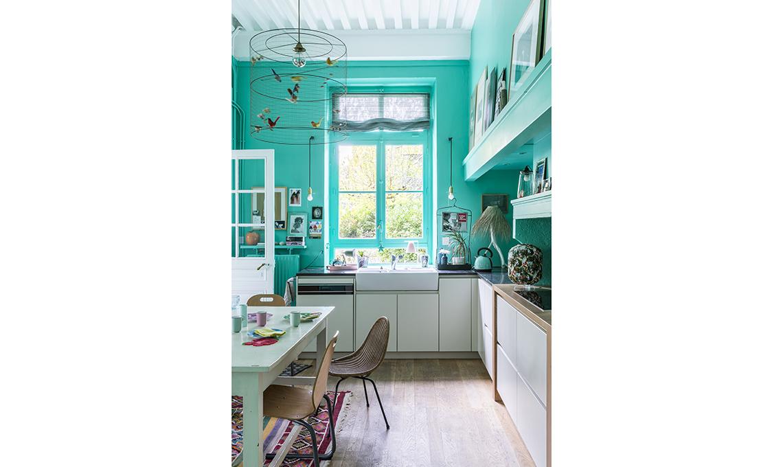 Pareti colorate, grandi vetrate e il giusto mix tra design e vintage ...