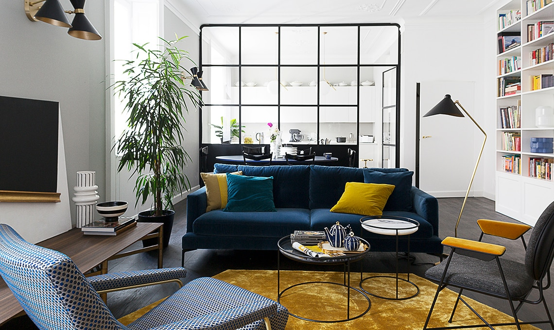 Un appartamento d 39 epoca con parete vetrata che divide soggiorno e cucina casafacile - Soggiorno living con cucina ...