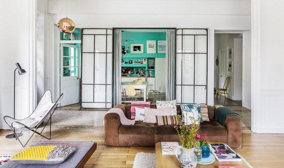 Pareti colorate, grandi vetrate e il giusto mix tra design e vintage