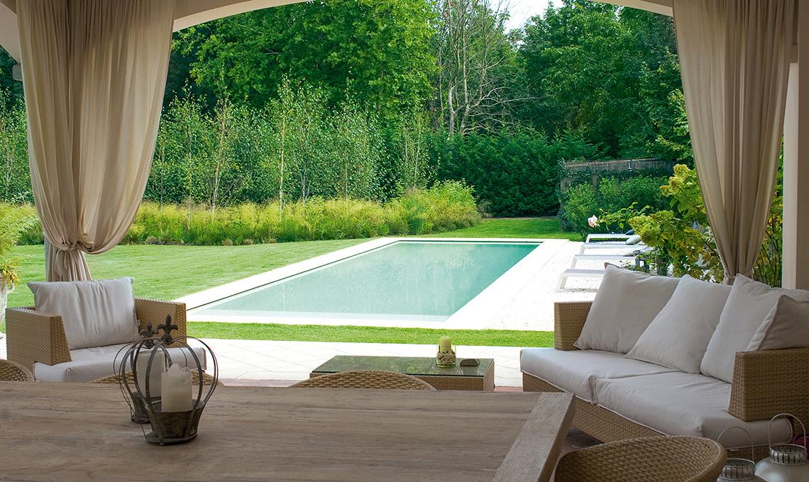 Quanto costa una piscina da giardino interrata casafacile for Arredo piscina