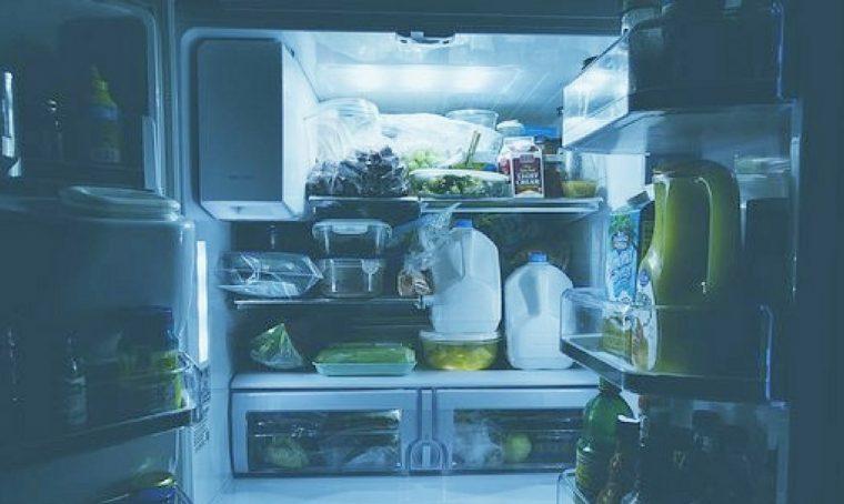 Come pulire il frigorigero prima di partire per le vacanze