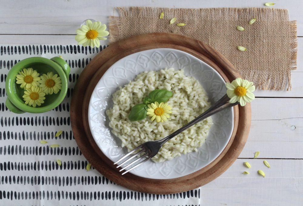 Mollette con fiore fai da te per decorare la tavola