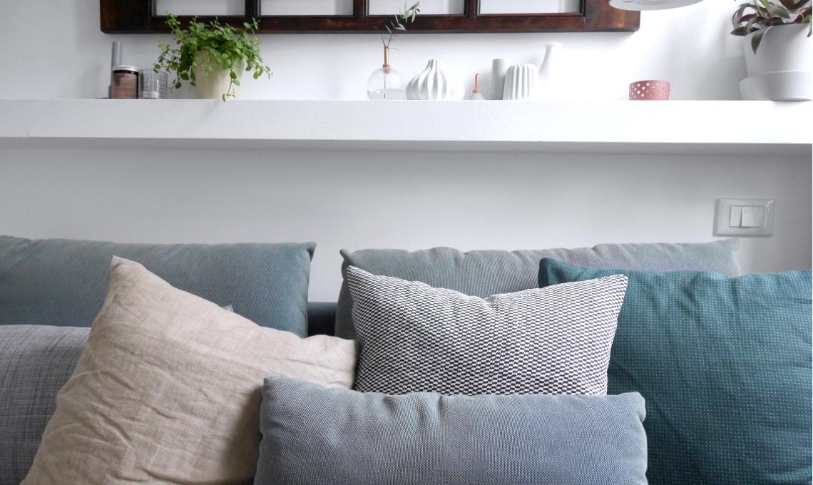 CasaFacile VRaviolo living nordico divano cuscini ikea