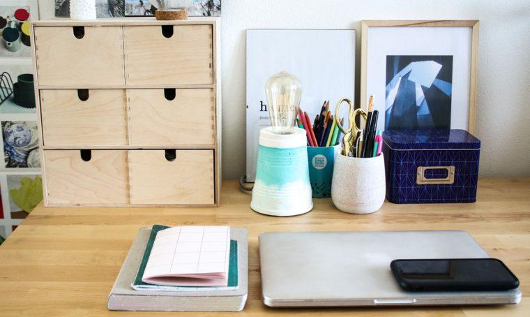 Scrivania ben organizzata e di design