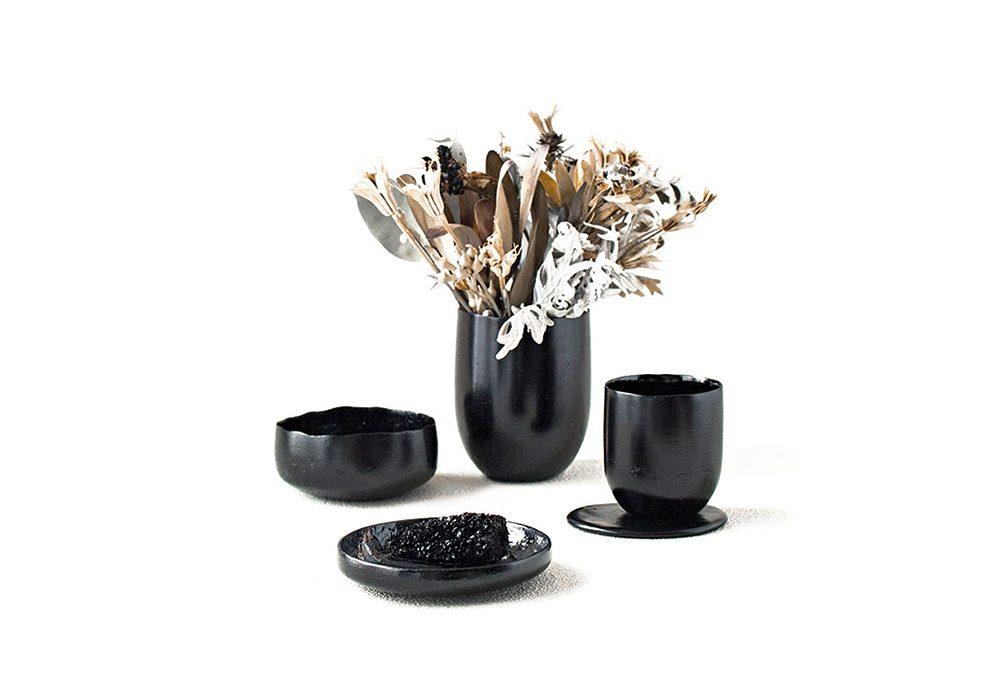 Kosuke Araki trasforma i rifiuti in vasi di design
