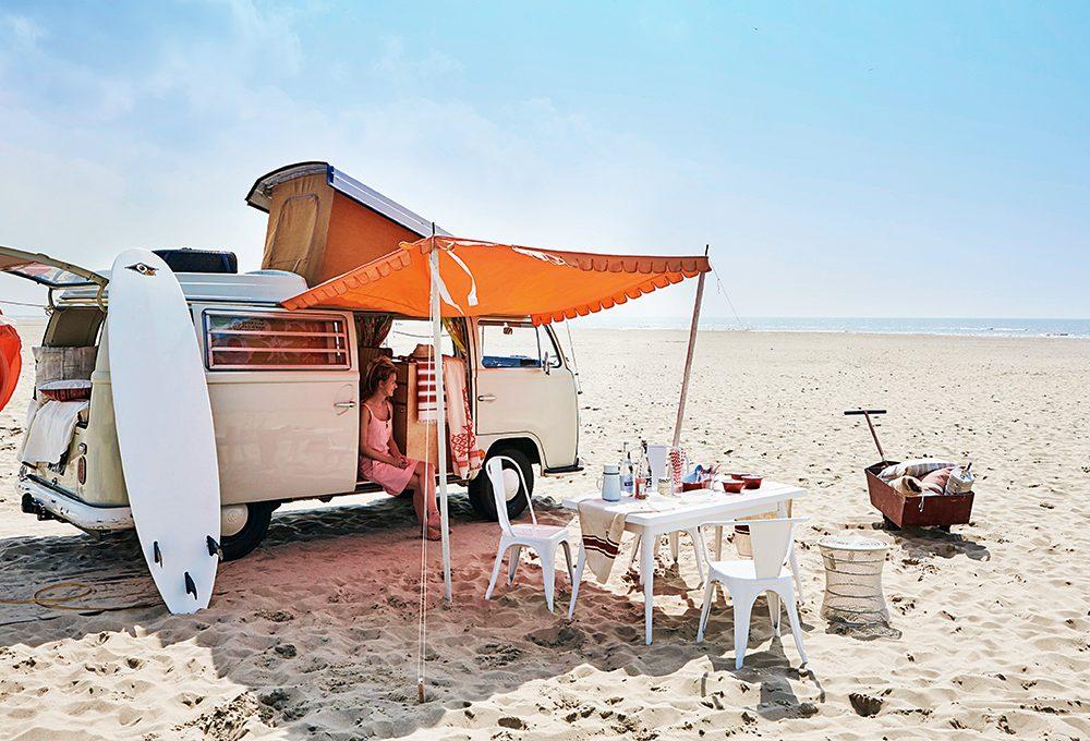 Ispirazioni spiaggia: arredi e accessori per il pranzo all'aperto