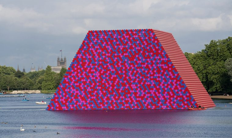The London Mastaba, l'ultima opera dell'artista Christo