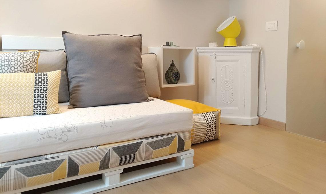 CasaFacile FPeratoni divano pallet angolo conversazione
