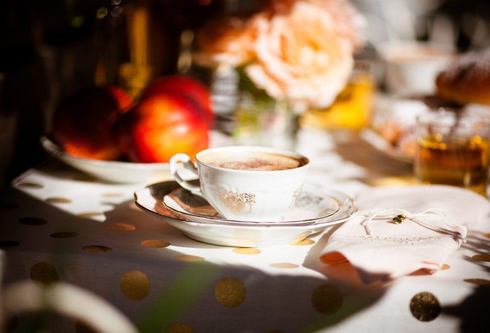 Recupera le porcellane della nonna per una colazione… da Tiffany