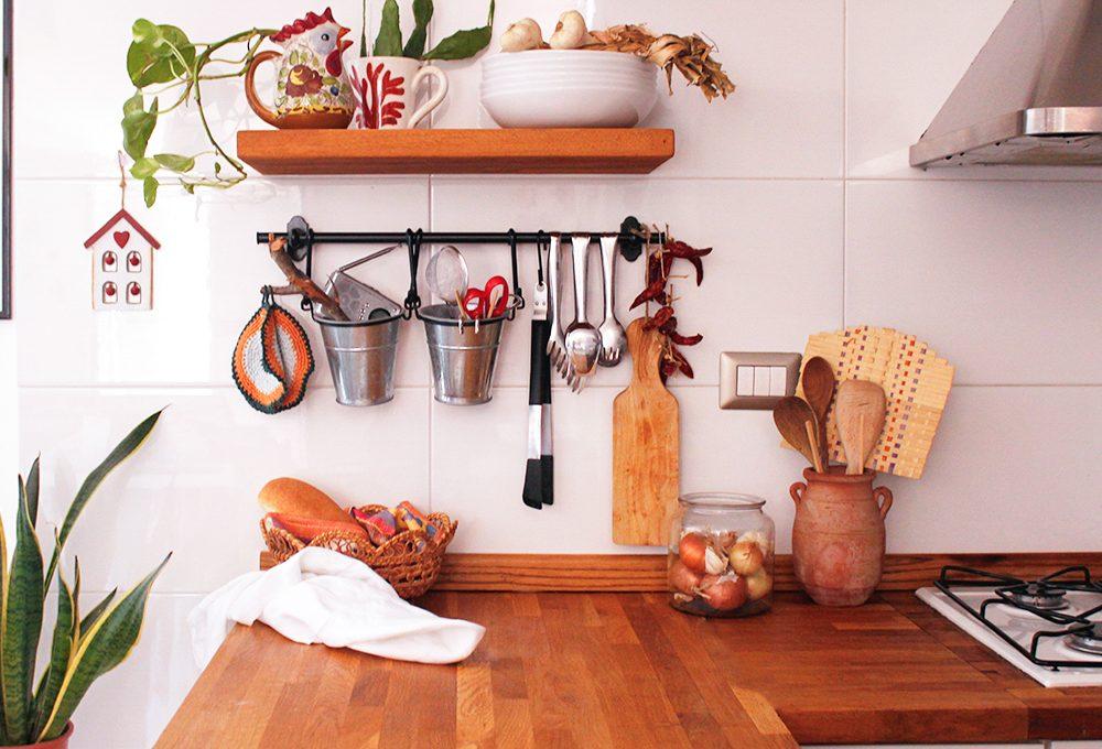 Tieni in ordine il piano di lavoro della cucina