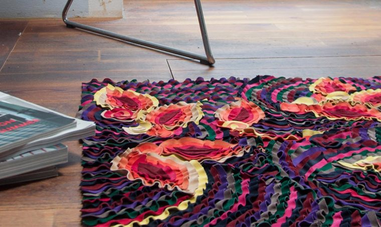 Tappeti morbidi e colorati ricavati dagli scarti di pelle pregiata