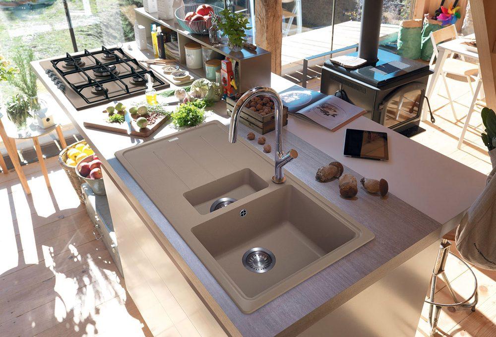 Lavelli, cappe, fornelli e forni colorati portano la moda in cucina