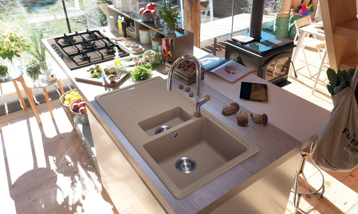 Lavelli, cappe, fornelli e forni colorati portano la moda in cucina ...