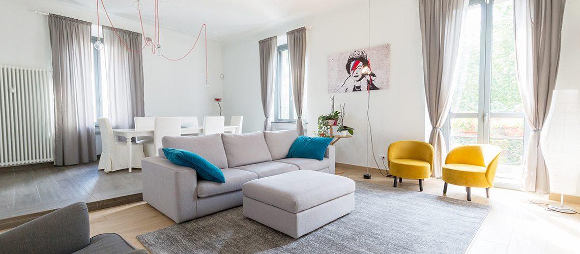 Colori e luce: il mix perfetto tra le stanze di un appartamento cittadino