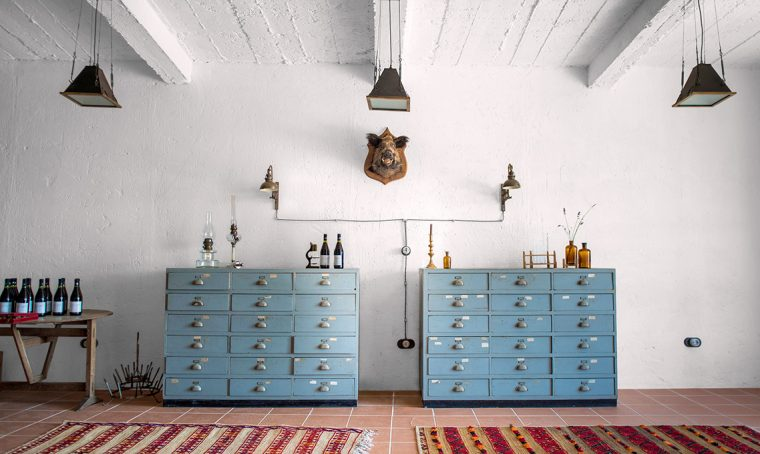 Una tenuta restaurata in lunigiana diventa la casa di una creativa