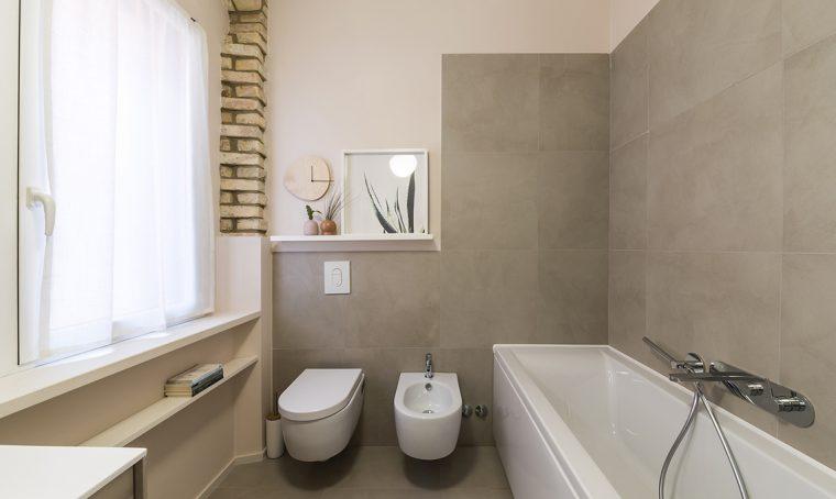 Soluzioni per un bagno con i mattoni a vista