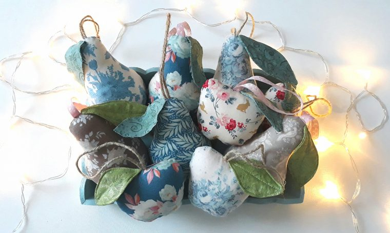 Decorazioni natalizie di stoffa a forma di frutta