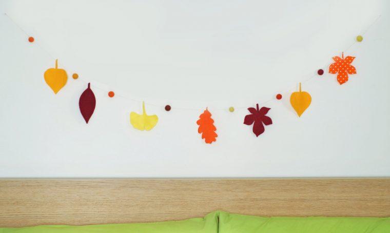 Decorare con la ghirlanda di foglie in feltro