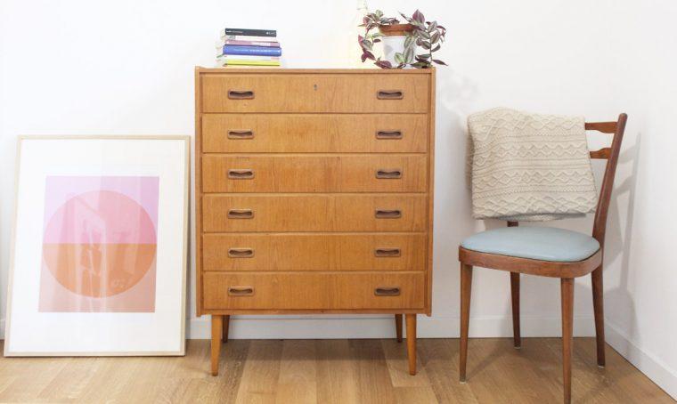 Rivestire i cassetti di un arredo vintage con colore e pattern diversi