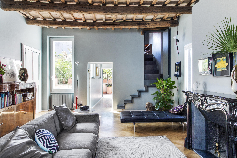 Soffitto Travi A Vista Bianco travi a vista, mobili in radica e design contemporaneo in un