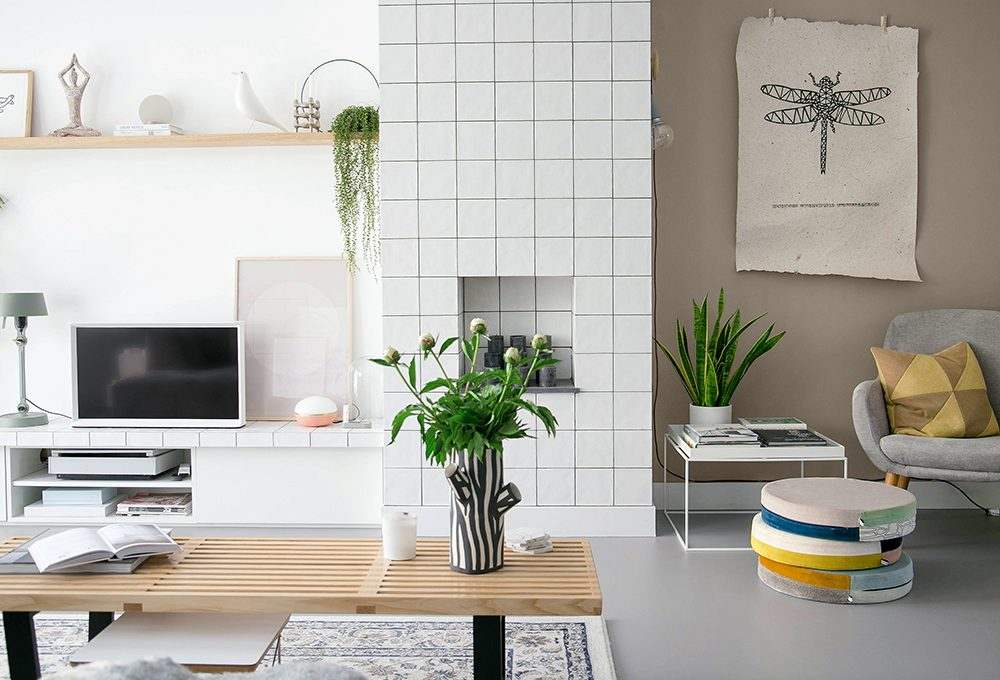 Una 'finta' vetrata e una parete rivestita di piastrelle caratterizzano una casa olandese