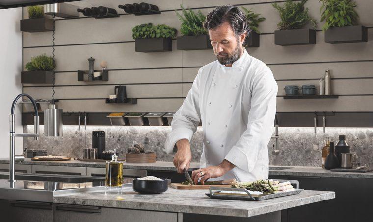 Carlo Cracco ci racconta la nuova cucina 'Mia' di Scavolini