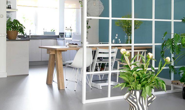 Dividi gli ambienti con la 'finta vetrata' su misura