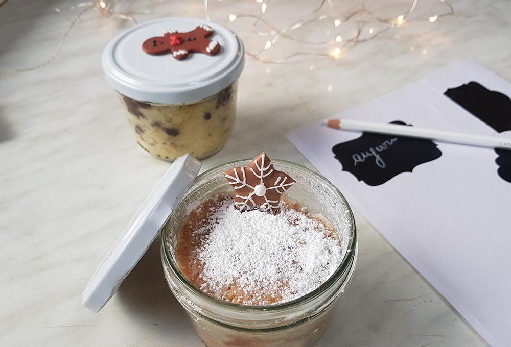 Prepara dolci nei barattoli di vetro come regali di Natale