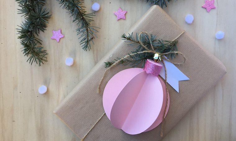 Decorare i pacchetti con le palline di carta fai-da-te