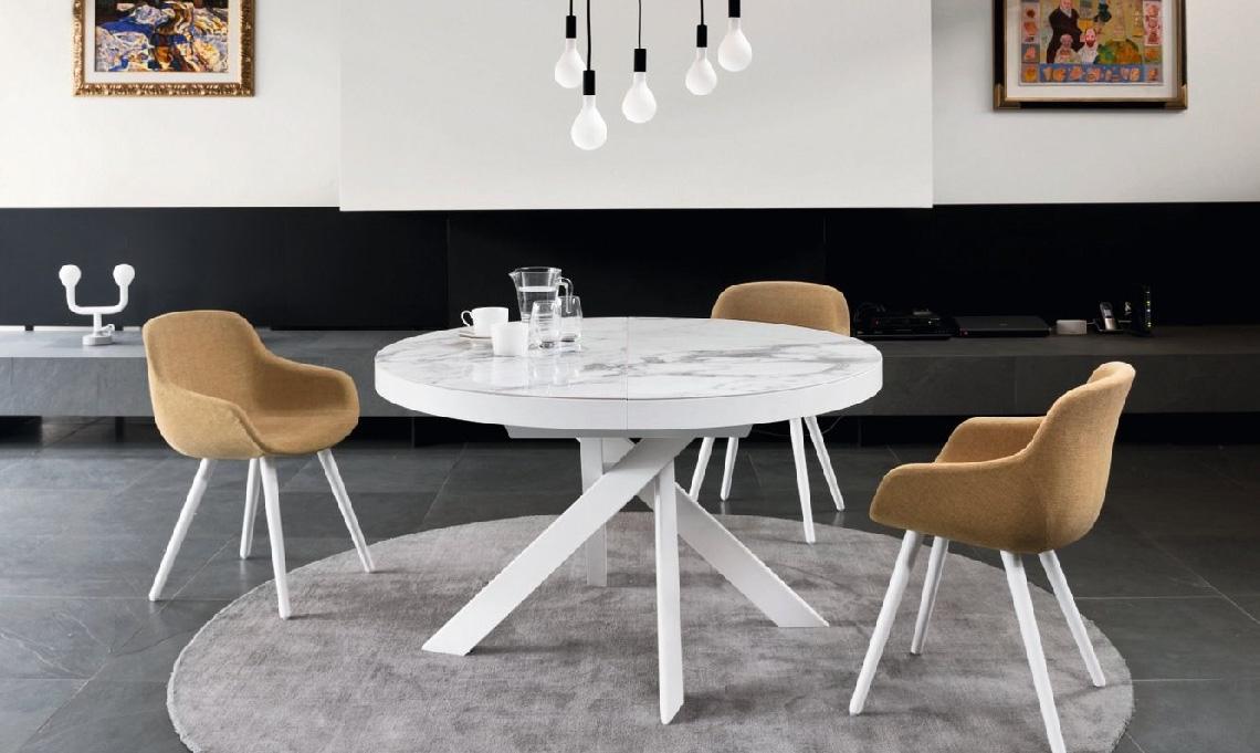 10 tavoli rotondi e ovali per la sala da pranzo casafacile for Tavolo rotondo allungabile calligaris