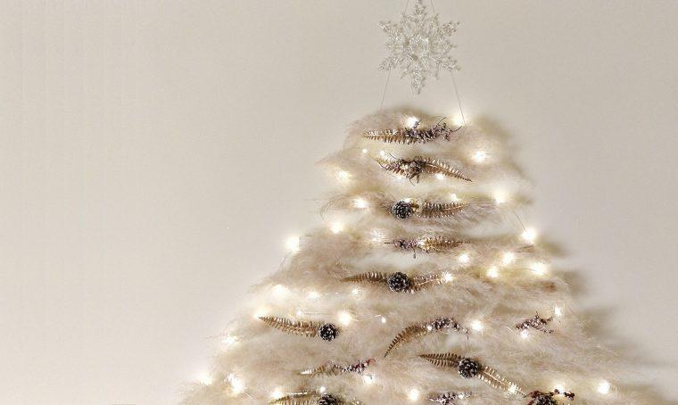 Realizza un albero di Natale da appendere con la Pampas