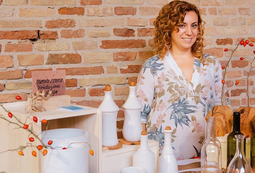 Legno uniti a vetro e ceramica negli oggetti di design di Anna Bertinelli