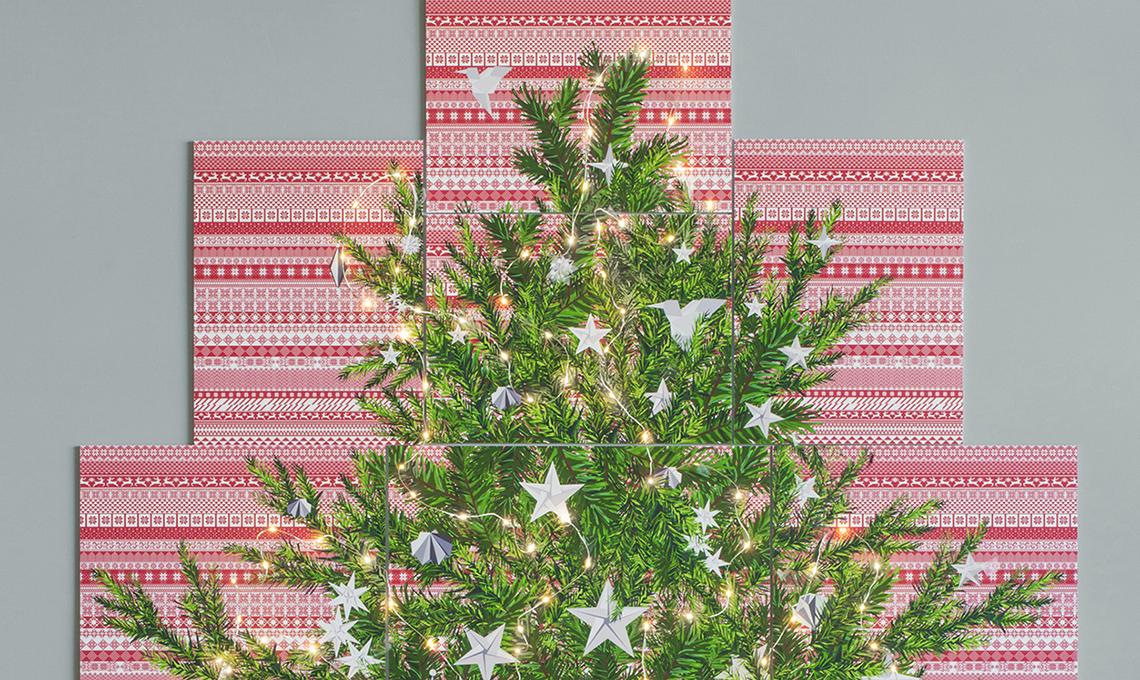 Decorare una parete con l 39 albero di natale ispirato alle for Decorare stanza natale