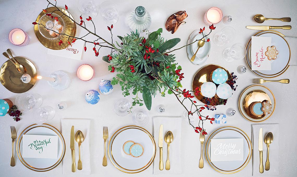 Buon Natale 105.Bianco Oro E Tocchi Di Azzurro Per La Tavola Natalizia In Stile