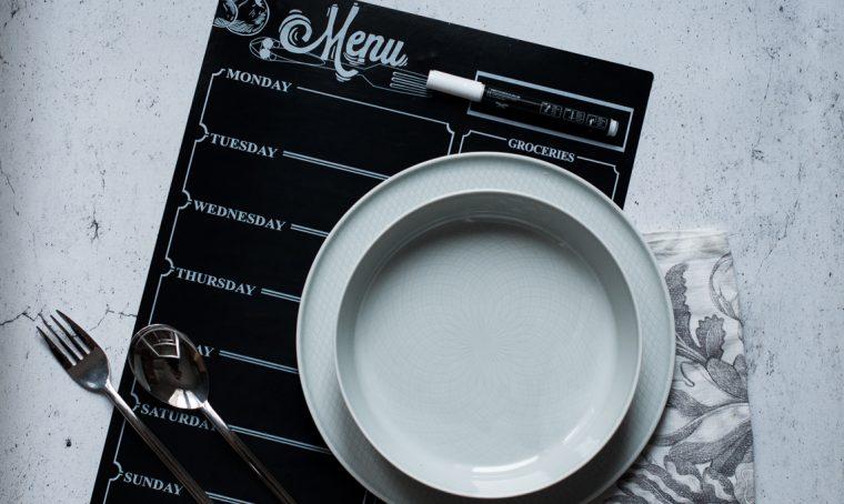 Galateo a tavola: come organizzare un menù perfetto